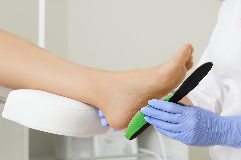 Avez-vous Besoin de Semelles ou de Chaussures Orthopédiques ?